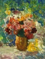 Цветы в жёлтой вазе