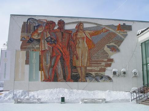 Мозаика на фасаде Дома Союзов в Караганде