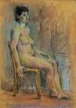 Обнажённая модель, сидящая на стуле