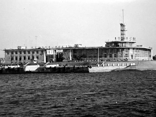 Речной вокзал в городе Волжском. Фотография 1972 года.
