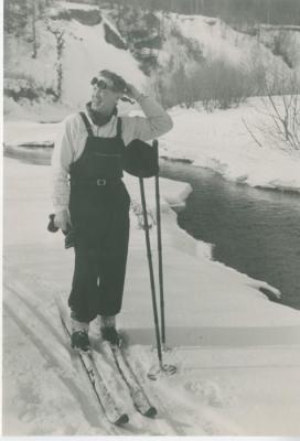 Георгий Григорьевич Нисский на лыжной прогулке